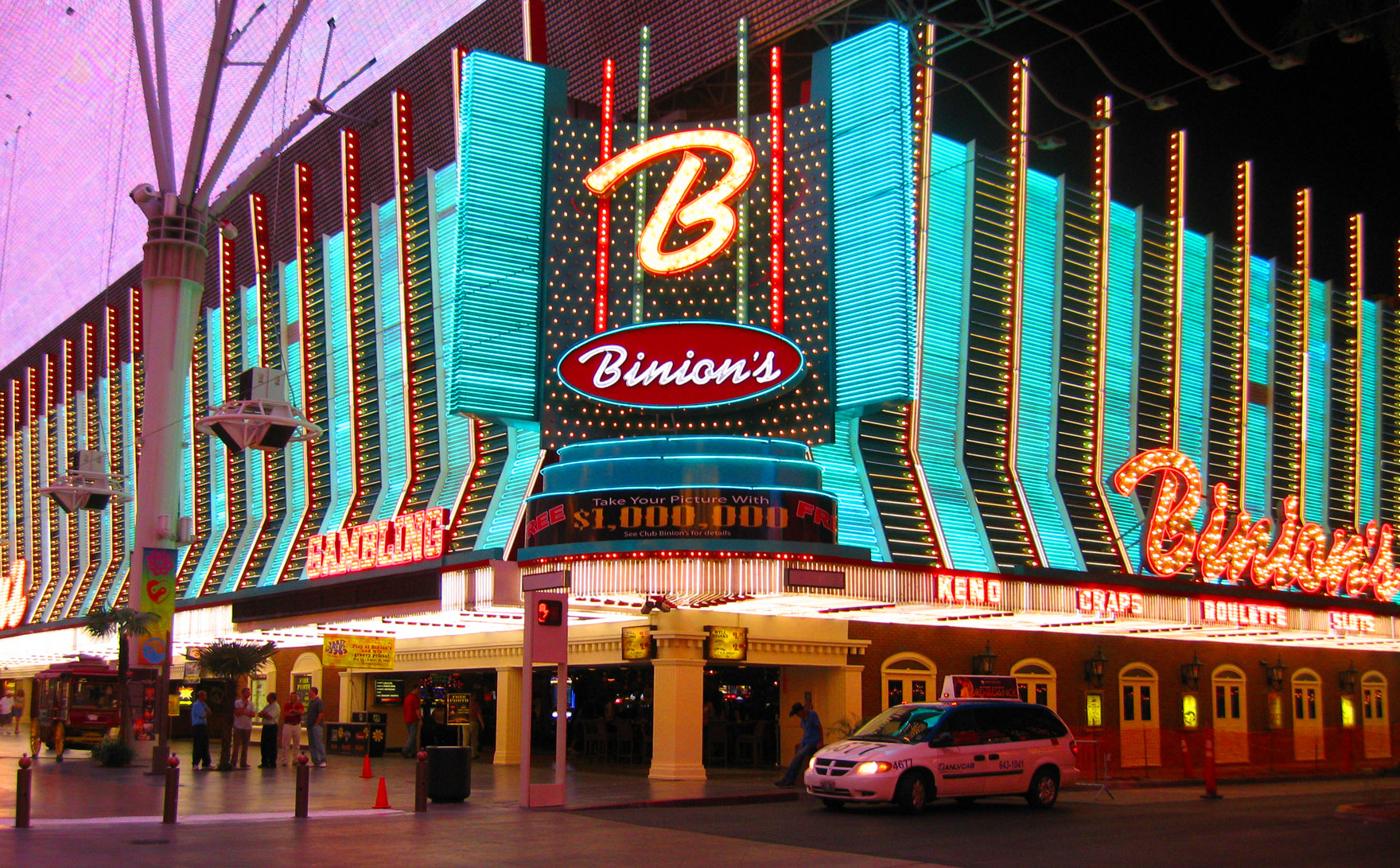 TOP 5 THINGS TO DO IN DOWNTOWN VEGAS - Las Vegas - The Poker