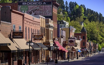 Deadwood, South Dakota casinos reopen, Derby Lane poker room changes mind